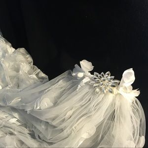 3D Floral Embroidered Tulle Wedding Veil